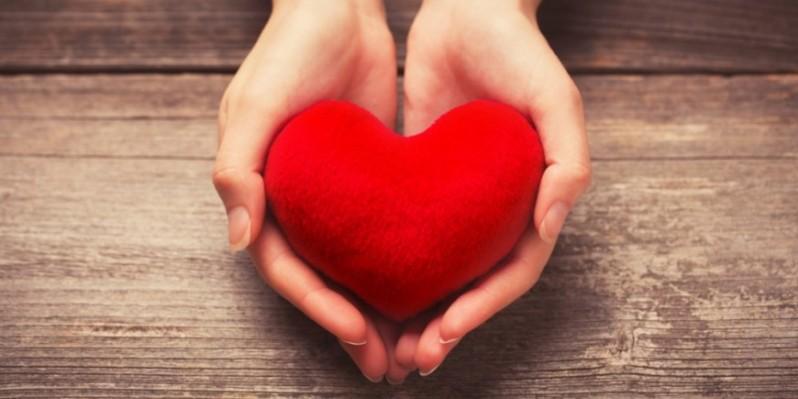 corazon-manos-870x435.jpg
